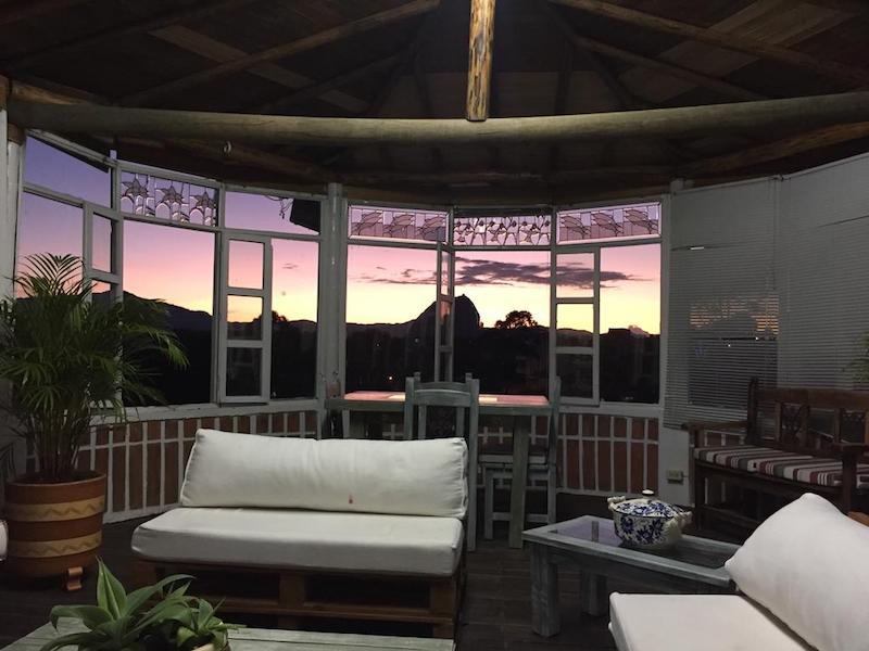 Vistas del Peñol de Guatapé desde el alojamiento La Madriguera
