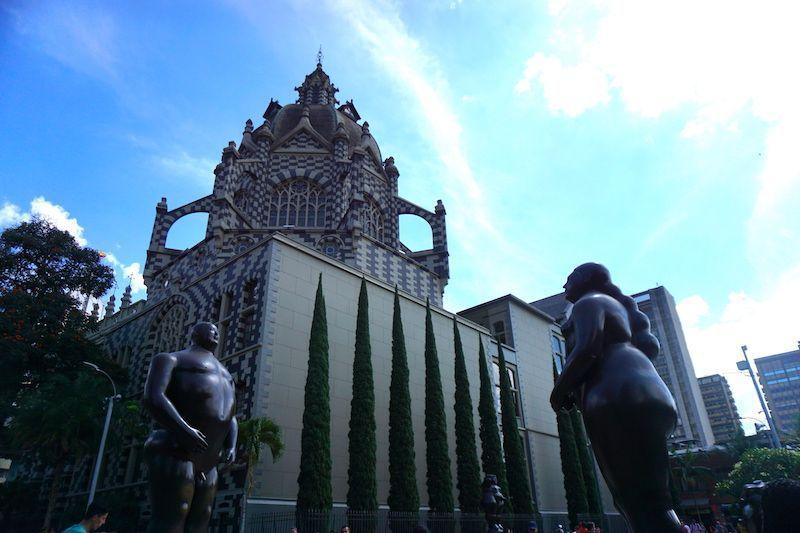 Adán y Eva en la Plaza Botero