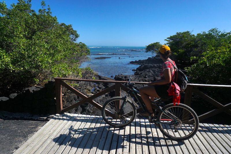 Bici, nuestra mejor amiga para desplazarnos hasta el Muro de las lágrimas, en Isabela