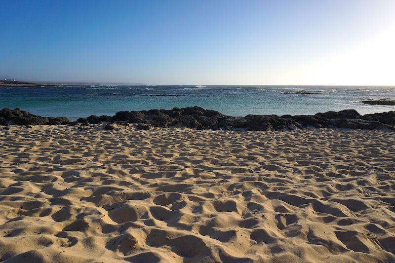 La playa de la Concha forma auténticas piscinas naturales calmitas donde darse un baño