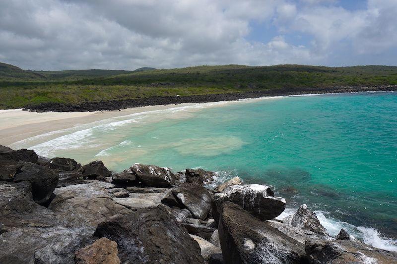 Playa de Puerto Chino en la que te bañarás en el tour a la Parte Alta de San Cristóbal