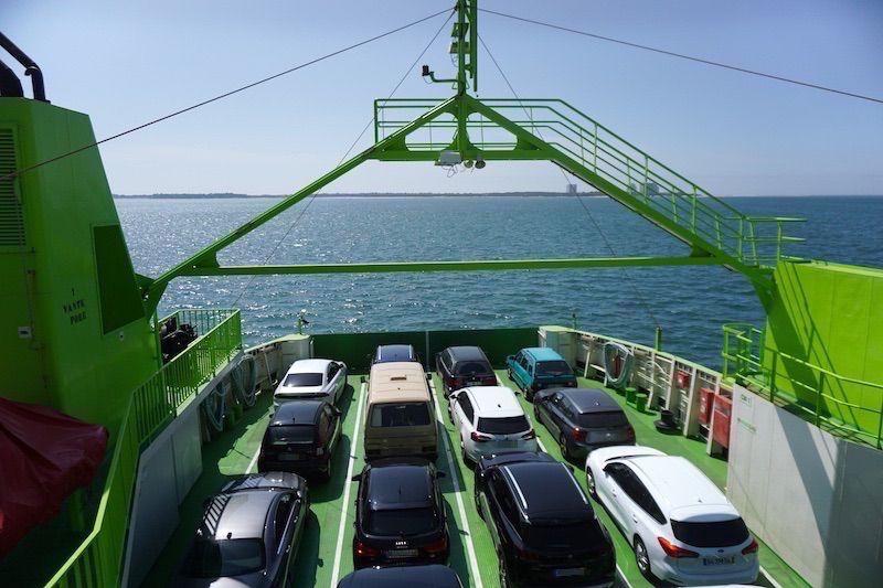 La camper Vanpira cruzando el río Sado en ferry desde Setúbal hasta Troia